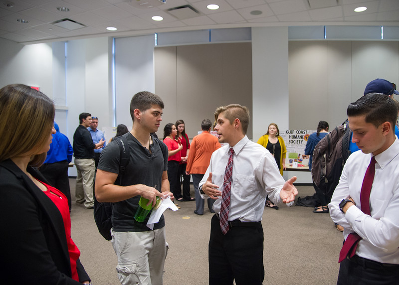 Student Richard A Schreiber (center) speaks to students during the Critical Thinking and Decision Making presentation in the O'Connor building.  See more photos: http://smu.gs/2gvY0iV