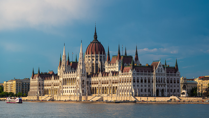 A Hungarian Parliament 1.jpg