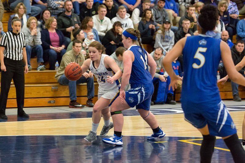 MMA-Womens-Basketball-2019-058.jpg