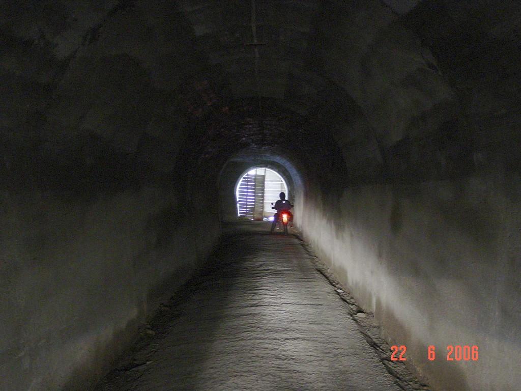 de tunnel der tunnels, 900 m absolute huiveringwekkende duisternis
