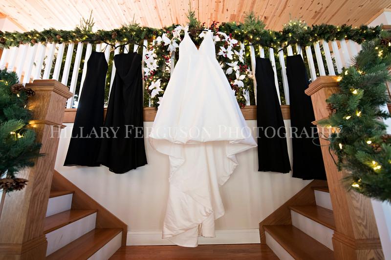 Hillary_Ferguson_Photography_Melinda+Derek_Getting_Ready154.jpg