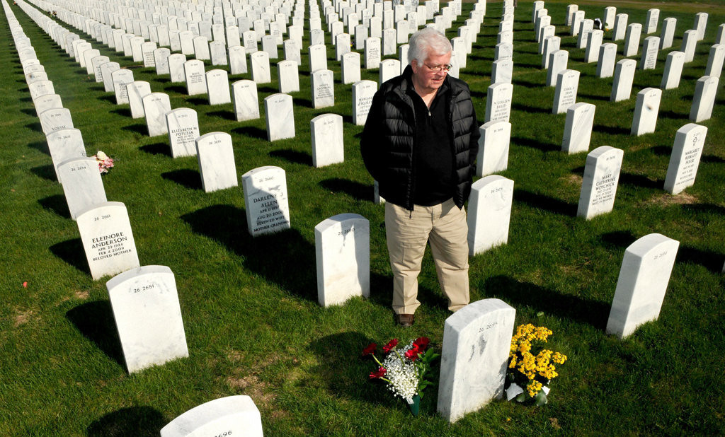 """. Jerry Nelson of Shoreview visits the grave of his wife, Carol, at Fort Snelling National Cemetery.  Carol died of kidney failure in 2009 after two kidney transplants in her adult life. \""""I just talk to her,\"""" says Nelson, 77, of Shoreview. \""""It sounds crazy, but I feel better.  Nelson is now dedicating the rest of his life to helping transplant family members and recipients.   (Pioneer Press: John Doman)"""