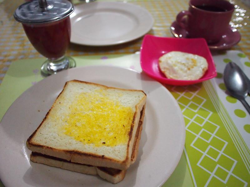 P9048697-irama-breakfast.JPG