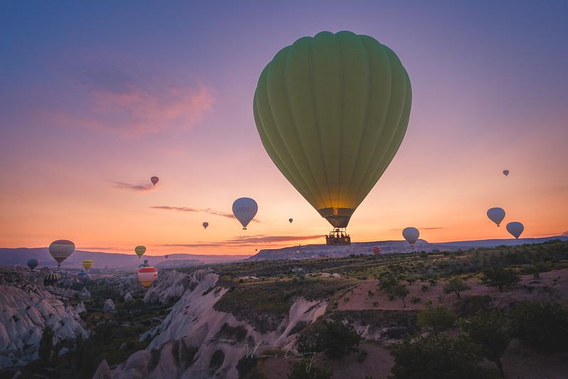 cappadocia-ballon-in-the-valley-6.jpg