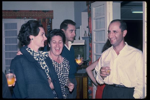 Anita ( Bastos) com a mae Bia Bastos, o marido Vasco Paulo e o eng. Roque