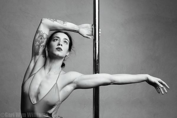 Lorenza - Pole Artist