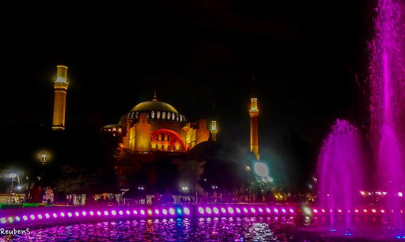 Night purple fountain  Mosque.jpg