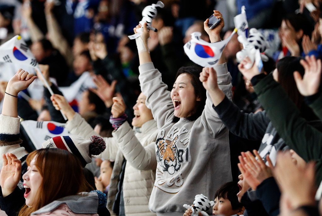 . South Koreans celebrates as South Korea\'s Lee Seung-hoon finishes the men\'s 10,000 meters speedskating race at the Gangneung Oval at the 2018 Winter Olympics in Gangneung, South Korea, Thursday, Feb. 15, 2018. (AP Photo/John Locher)