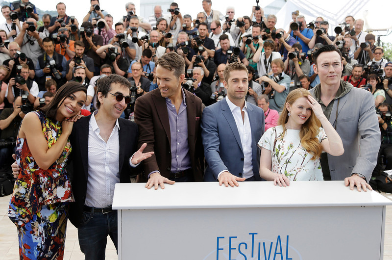 . From left, actress Rosario Dawson, director Atom Egoyan, actors Ryan Reynolds, Scott Speedman, Mireille Enos and Kevin Durand pose for photographers during a photo call for Captives at the 67th international film festival, Cannes, southern France, Friday, May 16, 2014. (AP Photo/Thibault Camus)