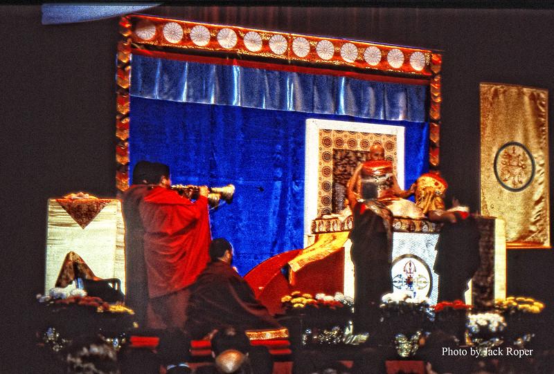 Karmapa-To place head dress on.jpg
