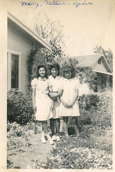 1940s-tias-mary-nellie-mom.png