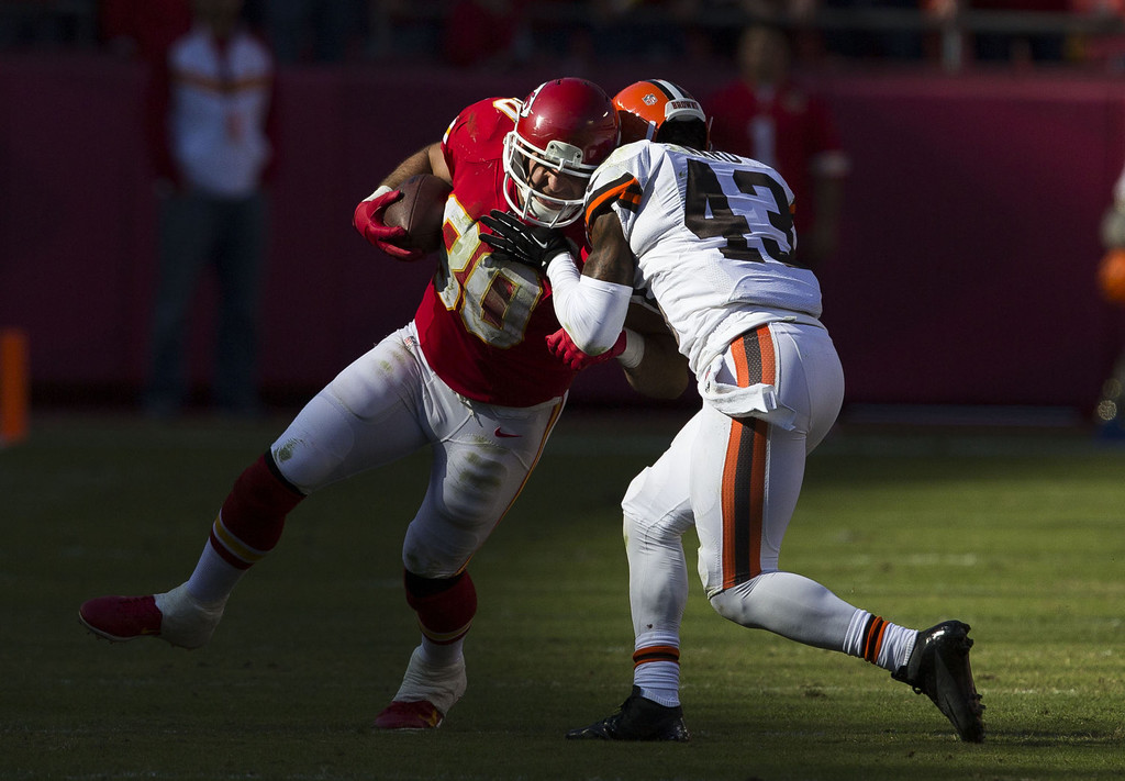 . Tight end Anthony Fasano #80 of the Kansas City Chiefs collides with strong safety T.J. Ward #43 of the Cleveland Browns during the game at Arrowhead Stadium on October 27, 2013 in Kansas City, Missouri. (Photo by David Welker/Getty Images)