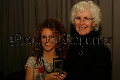 Sr Bronagh Mc Keown (mercy trustees) presents Maeve Mc Anulty with her award for Art, 06W52N67