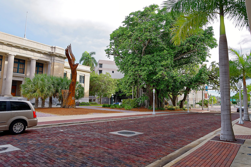 Lee County Court House Grounds - Main Street - Ft. Myers, Florida