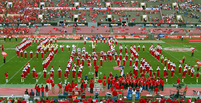 UH band in UH Logo formation