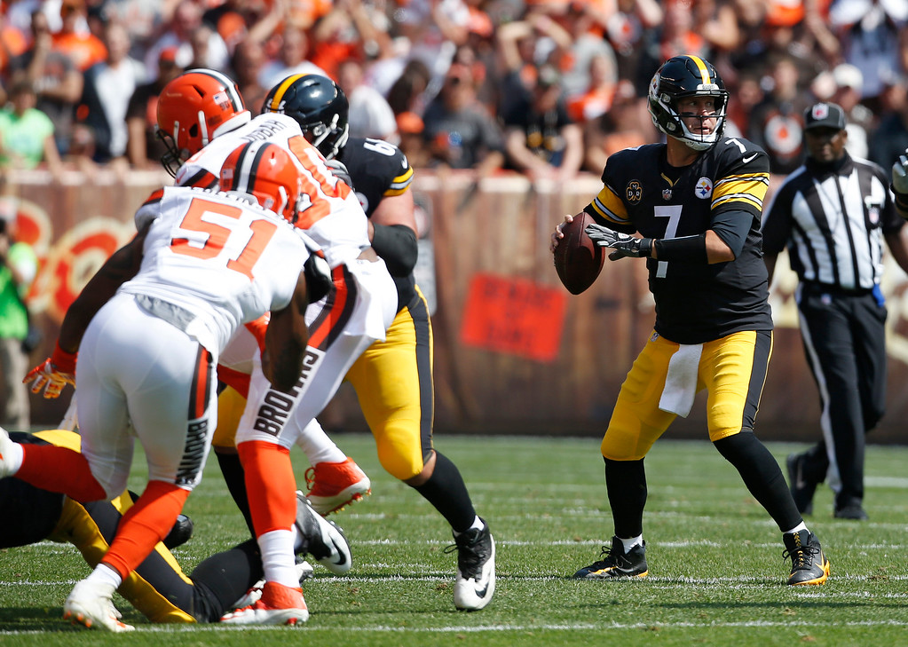 . Pittsburgh Steelers quarterback Ben Roethlisberger (7) looks to pass against the Cleveland Browns during the first half of an NFL football game, Sunday, Sept. 10, 2017, in Cleveland. (AP Photo/Ron Schwane)