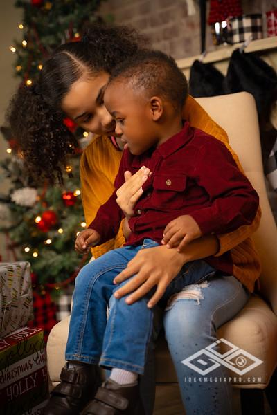 Toni and Family Christmas 2019-00818.jpg