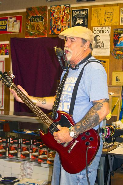 An impromptu performance at Deak Harp's shop | Clarksdale