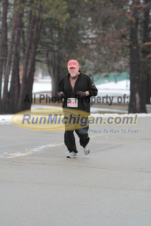 2.8 Mile Mark Gallery 3 - 2013 Shelby Township Jingle Bell 5K
