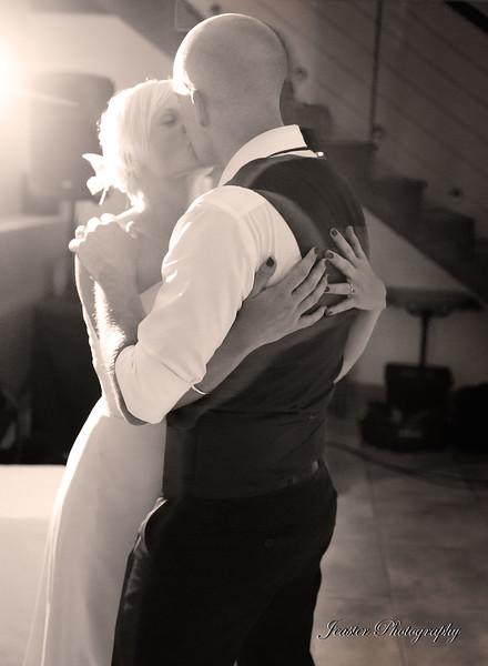bride-groom-son-marroig-majorca-first-dance-jeaster-photography.jpg