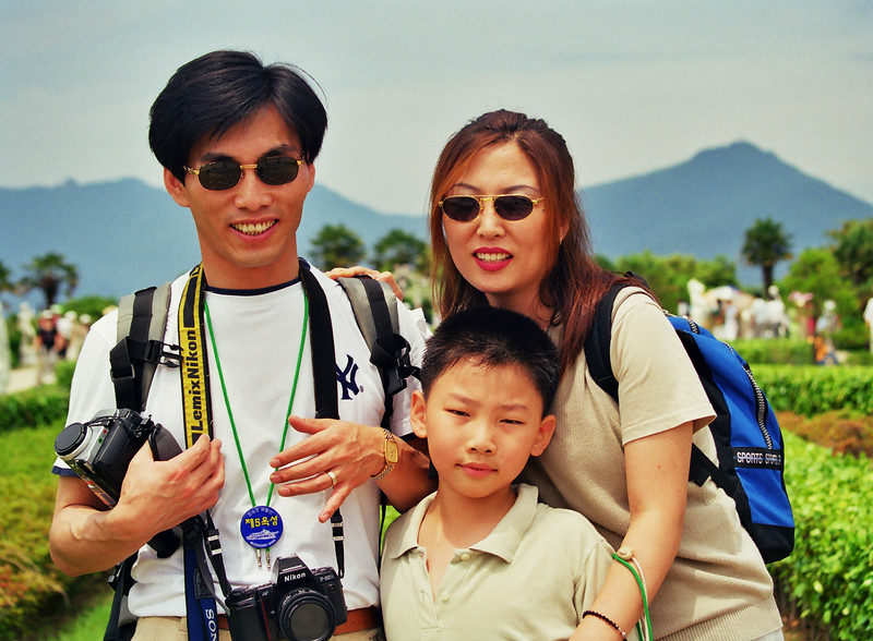 2001 summer in Koje Island Kyung Su, Yang Suk Pyeong Hoon.jpg