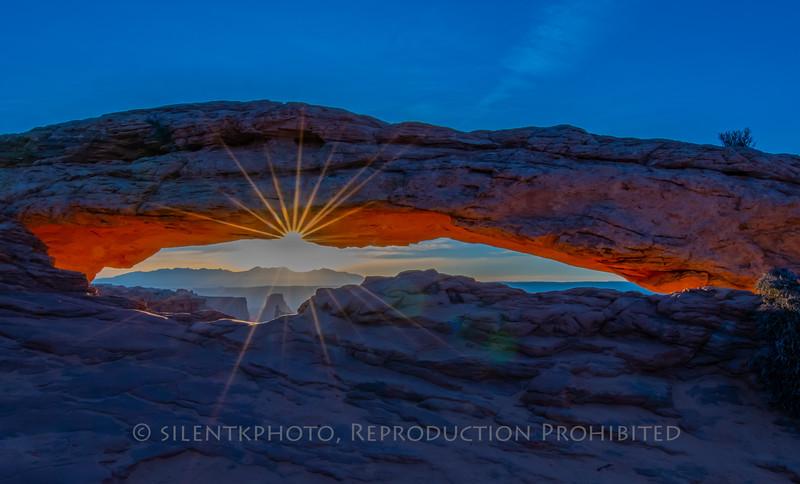 Sunrise at Mesa Arch, Canyonlands