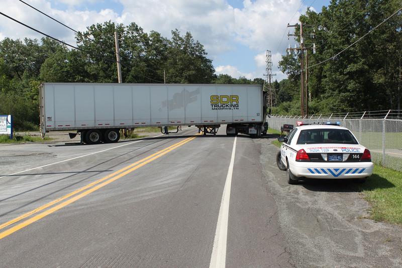 Truck Stuck, Lincoln Drive, Liberty St, Hometown, 8-16-2011 (23).JPG