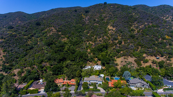 3289 Mandeville Canyon Rd