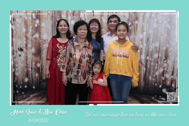 QC-wedding-instant-print-photobooth-Chup-hinh-lay-lien-in-anh-lay-ngay-Tiec-cuoi-WefieBox-Photobooth-Vietnam-cho-thue-photo-booth-079.jpg