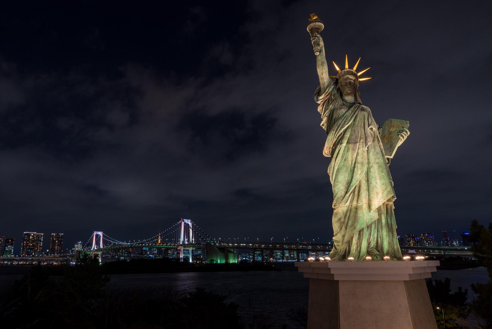 Statue of Liberty of Tokyo with Rainbow Bridge