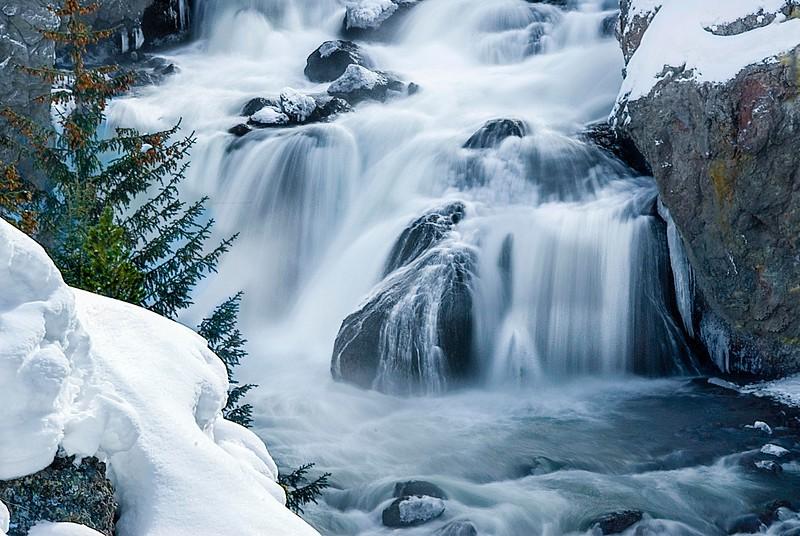Yellowstone_Waterfalls-1.jpg