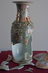 19th Century Chinese Rose Medallion Pattern Porcelain Vase