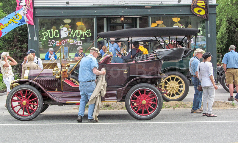 WP_pugnuts_antique_car_stop_people__062917_AB.jpg