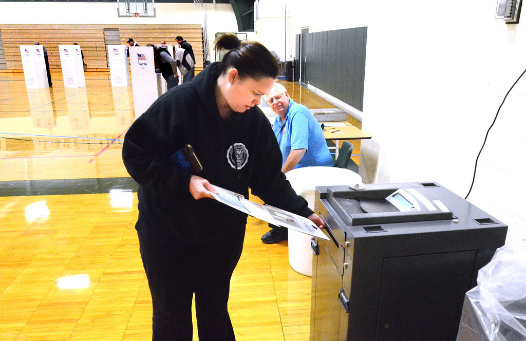 . Heidi Doran votes at Precinct 14 in Waterford Kettering High School.    Tuesday, November 4, 2014.  Tim Thompson-The Oakland Press