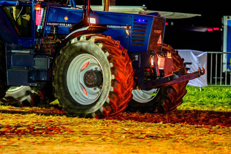 Tractor Pulling 2015-2226.jpg