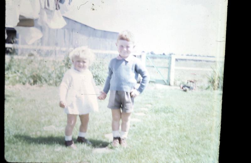 1966-12-6 (21a) Susan 1 yr 4 mths, David 3 yrs.JPG