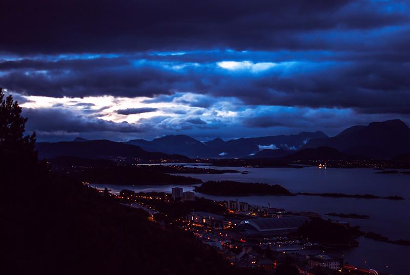 alesnd blue hour.jpg