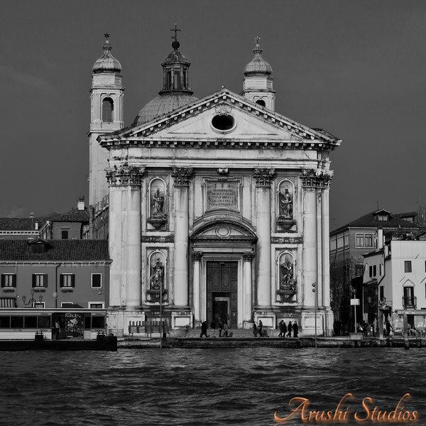 You can clearly see the paladin style of architecture of these churches in Venezia.