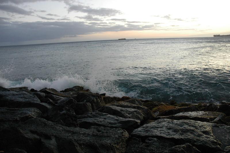 Hawaii - Ala Moana Beach Sunset-117.JPG