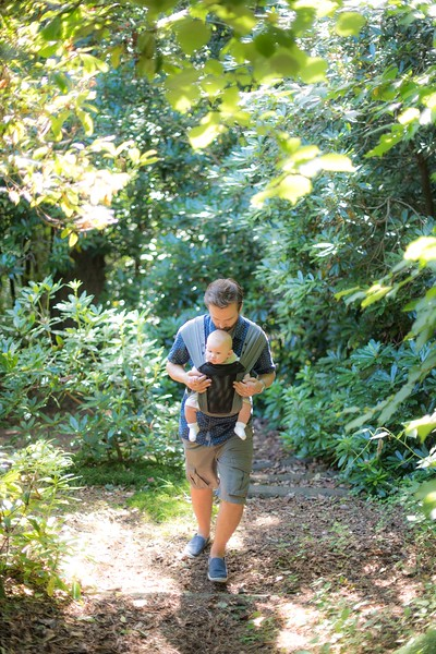 Izmi_Baby_Carrier_Breeze_Mid_Grey_Lifestyle_Front_Facing_Carry_Walking_In_Woods_Dad_With_Baby.jpg