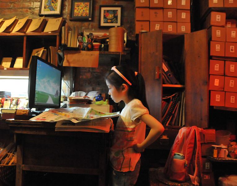ChinagirlruntheshopDSC_9572.jpg