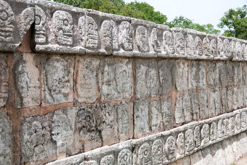 Chichén Itzá - Platform of the Skulls