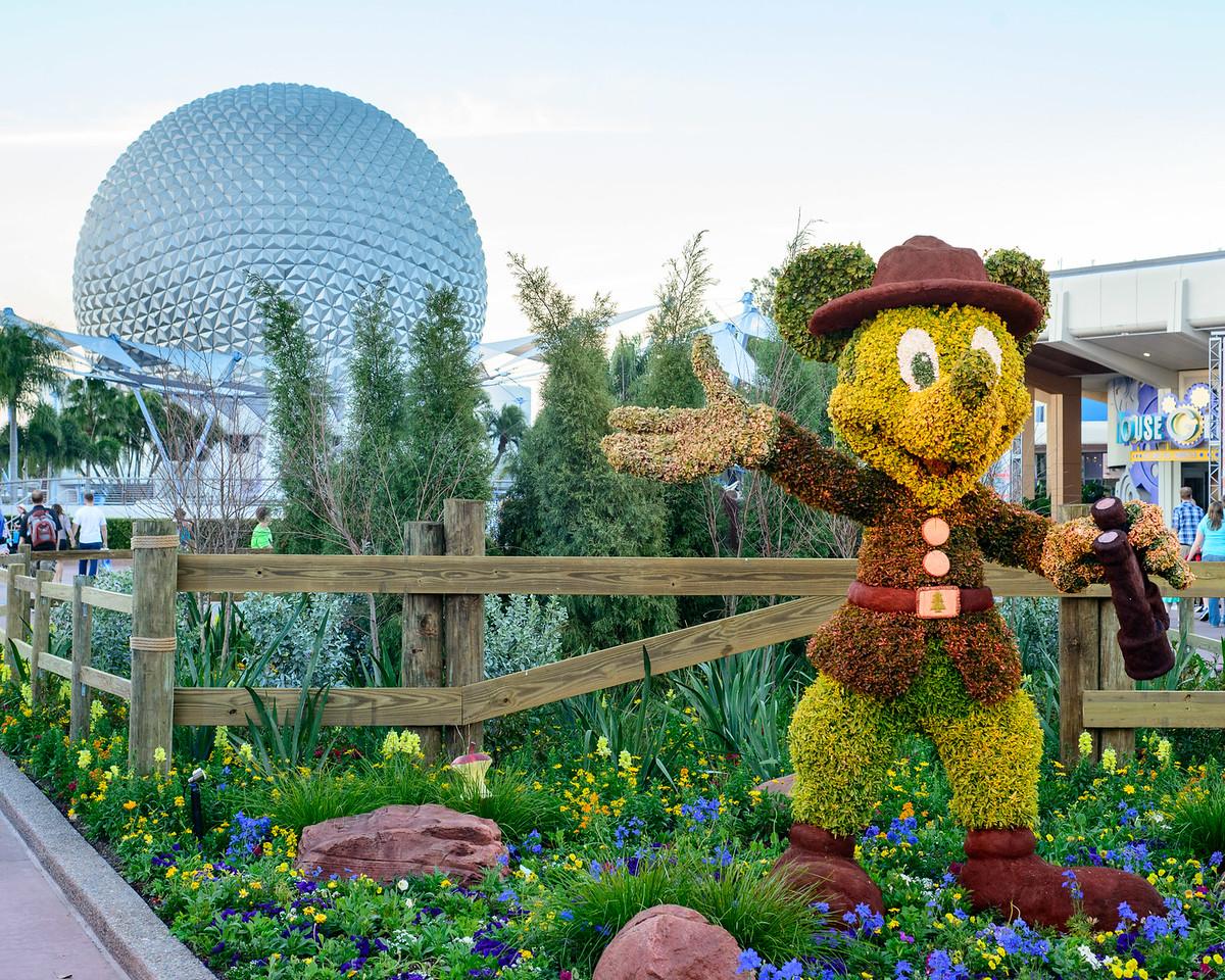 Explorer Mickey Topiary - Epcot Flower & Garden Festival 2016