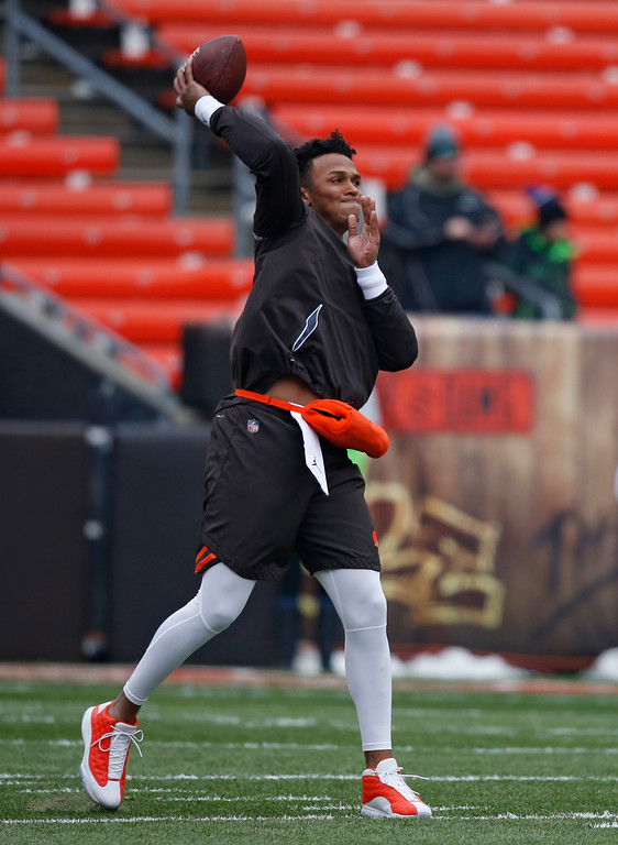 . Cleveland Browns quarterback DeShone Kizer warms up before an NFL football game between the Baltimore Ravens and the Cleveland Browns, Sunday, Dec. 17, 2017, in Cleveland. (AP Photo/Ron Schwane)