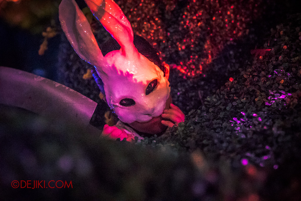 Halloween Horror Nights 7 - Happy Horror Days scare zone / Easter Maze rabbit