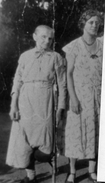 Mary (Eisentraut) Leidholdt and daughter Ida