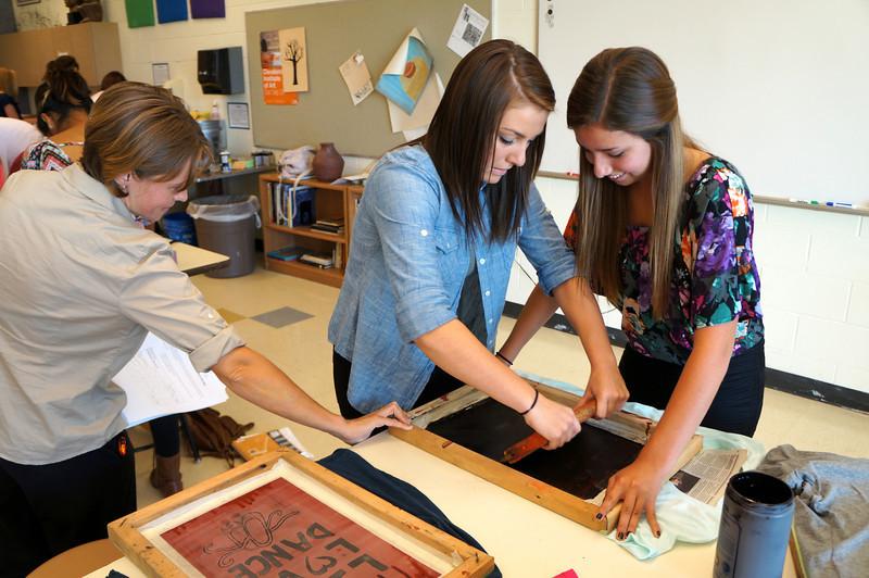Lutheran-West-Art-Class-Silk-Screen-T-Shirts--September-2012--57.JPG
