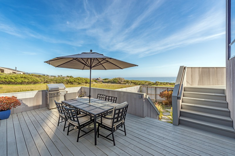 Middle Deck with Ocean Views