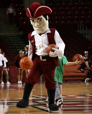 University of Massachusetts Men's NCAA Basketball 2004-2005
