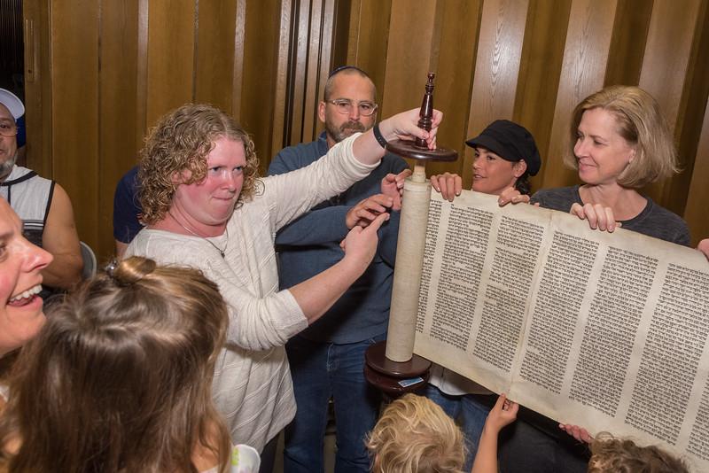 Simchat Torah-301.jpg